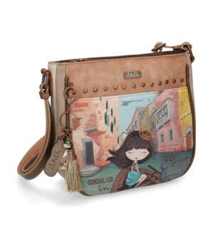 2b3916181ad4 Romantikus hangulatvilága az Anekke sajátossága a divatban. Mindent  magunkkal vihetünk ebben a táskában, ami egy randevúra kell.