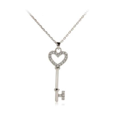 Ezüstözött kristályköves nyaklánc kulcs alakú medállal
