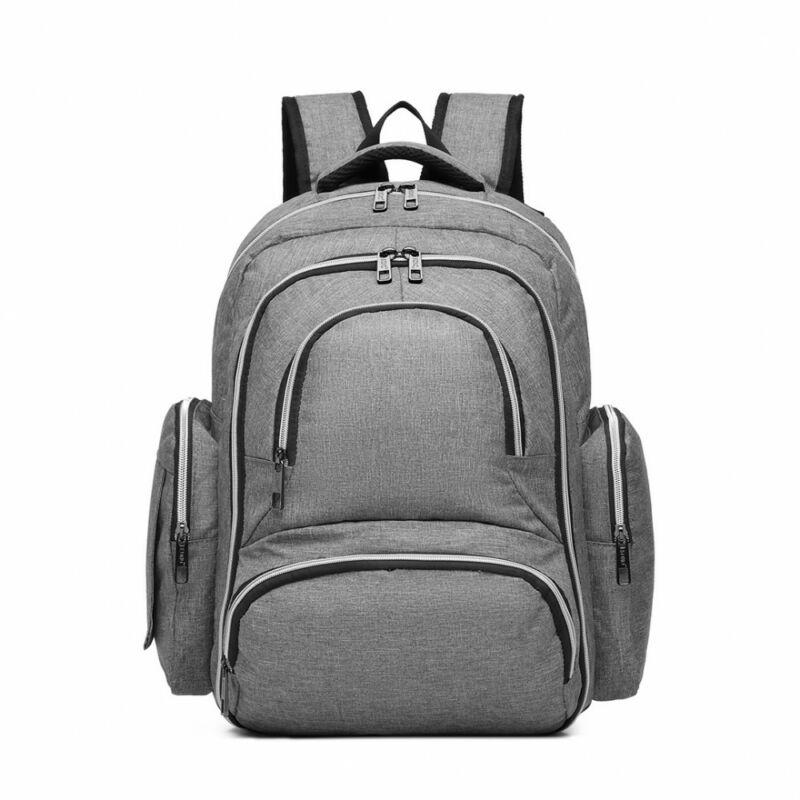 hátizsák pelenkázó alátéttel és termosz táskával.